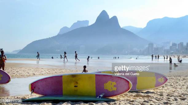 standup paddle - sem fim... valéria del cueto stock pictures, royalty-free photos & images