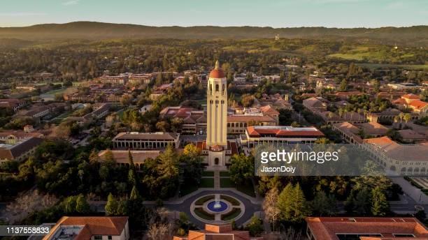 stanford university bij zonsopgang - stanford universiteit stockfoto's en -beelden