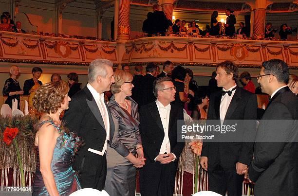 Stanislaw Tillich Ehefrau Veronika SE Khaldoon Khalifa Al Mubarak Laudator Jens Lehmann Dr Thomas de Maizire Ehefrau Martina 7 Semper Opernball...