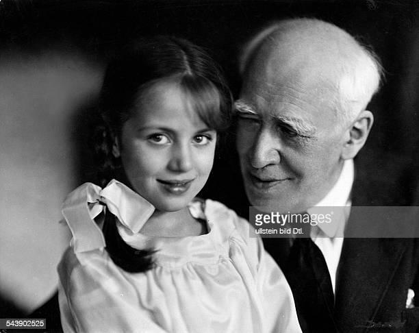 Stanislawski Konstantin Actor Russia*17011863nee KS Alexejewwith his granddaughter Photographer Lotte Jacobi Published by 'Der Querschnitt'...