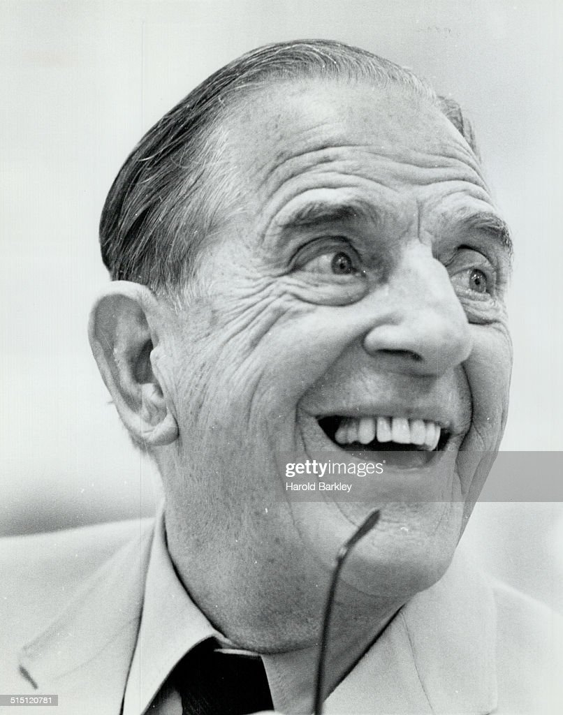 Stanley Holloway... : News Photo