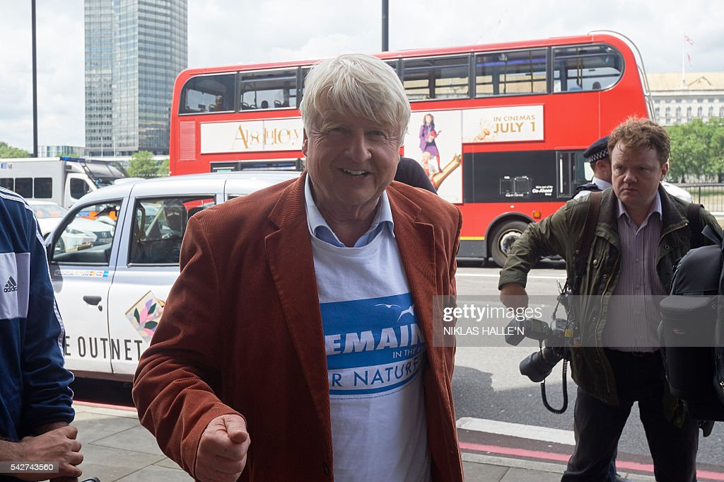 Stanley Johnson, a remain supporter and father of former London Mayor and 'Vote Leave' campaigner Boris Johnson, arrives at Westminster Tower, the Vote Leave headquarters, in central London on June 24, 2016. Boris Johnson, who spearheaded the successful campaign for Britain to leave the European Union, said Friday there was no need to rush the process of pulling out of the bloc. / AFP / NIKLAS HALLE'N