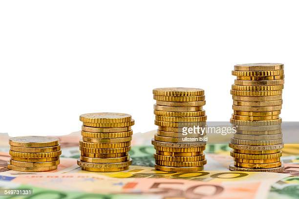 Stapel Geldmünzen Anstieg Symbolfoto für steigende Gewinne und auch steigende Kosten