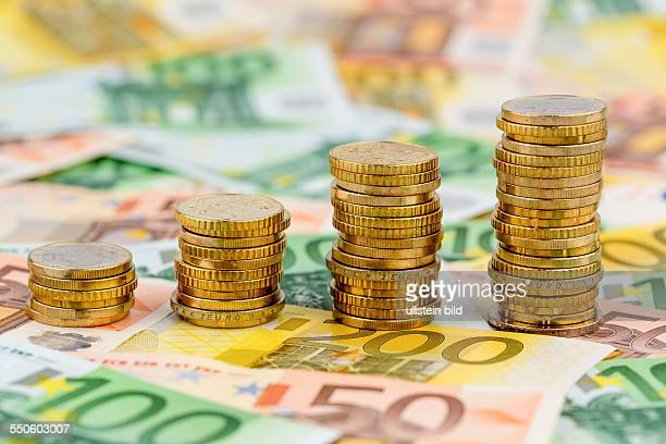 Stapel Geldmünzen steigende Kurve Symbolfoto für steigende Gewinne und auch steigende Kosten