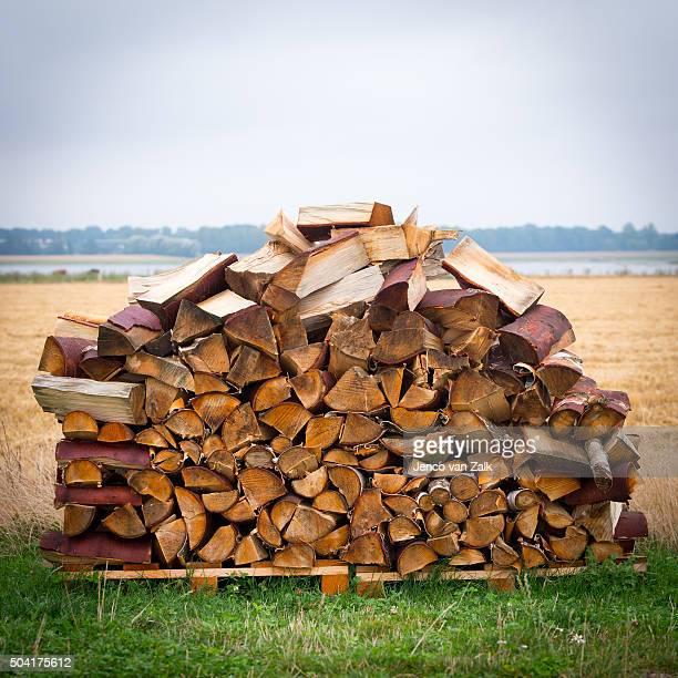Staple of firewood
