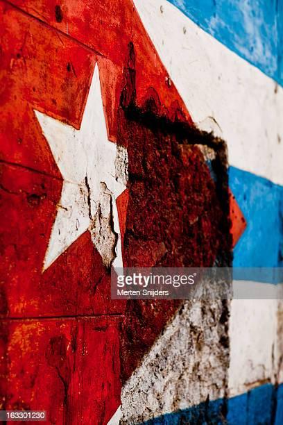 star detail of cuban flag on wall - bandera cubana fotografías e imágenes de stock