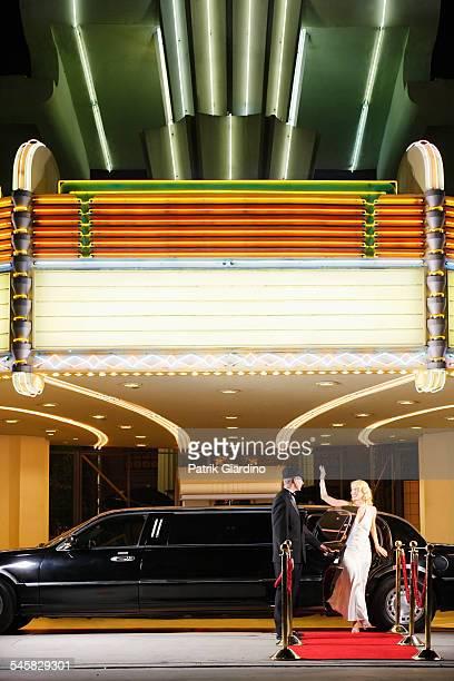 star emerging from limo at red carpet event - prima cinematografica foto e immagini stock