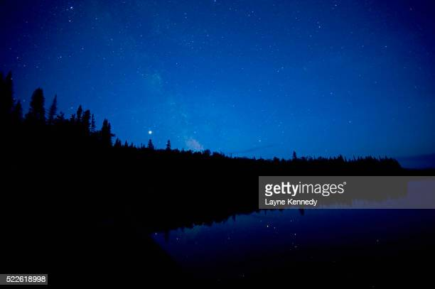 star filled sky over the slate islands in canada - islands in the sky stock pictures, royalty-free photos & images