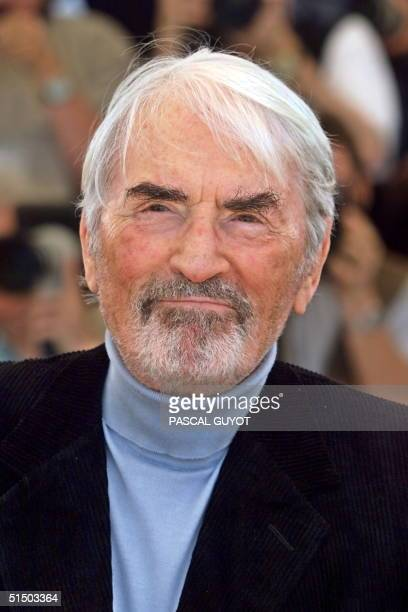 US star Gregory Peck poses during the photocall of US director Barbara Kopple movie A Conversation with Gregory Peck 16 May 2000 in Cannes The movie...