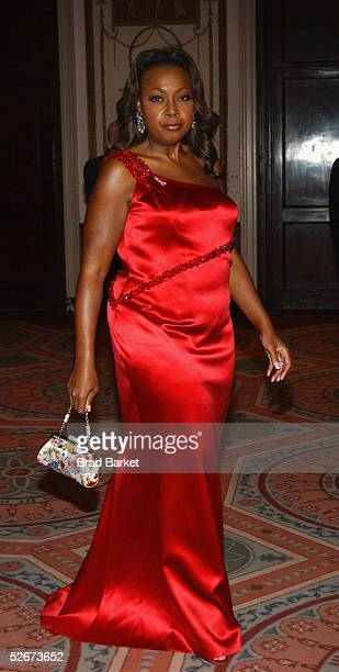 Star Jones arrives at the Breast Cancer Research Foundation's Annual Hot Pink Party at the WaldorfAstoria on April 20 2005 in New York