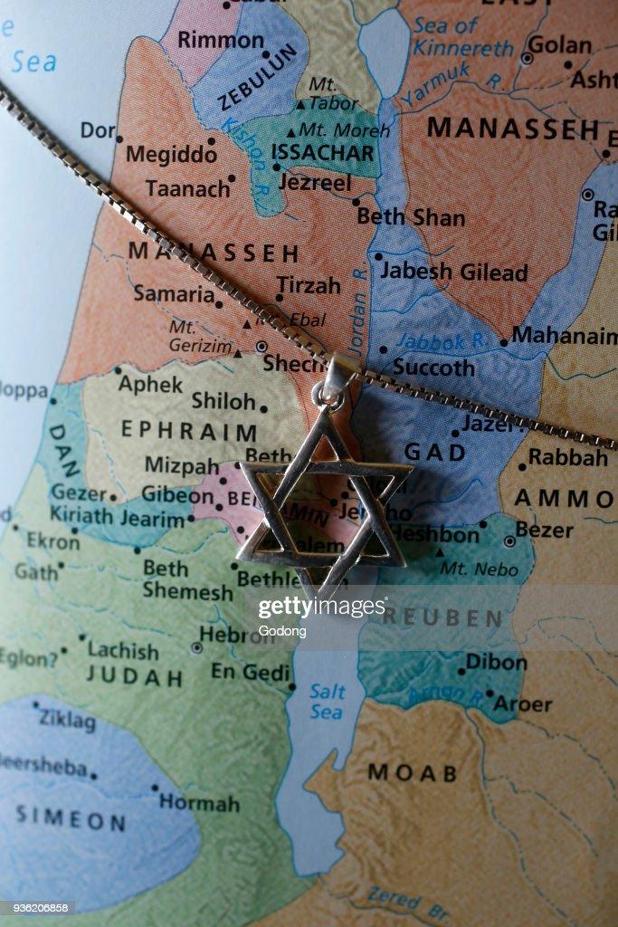 Star of David over a map of ancient Israel. Nachrichtenfoto ...