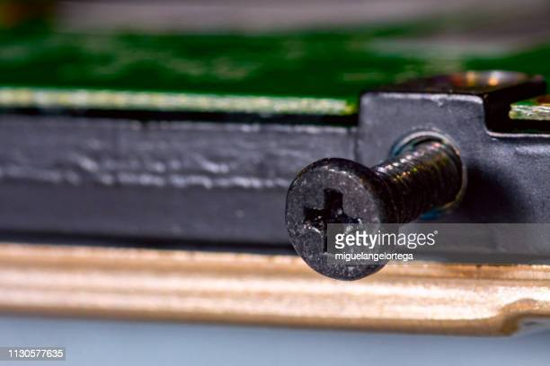 Star screw on its thread in an electronic device