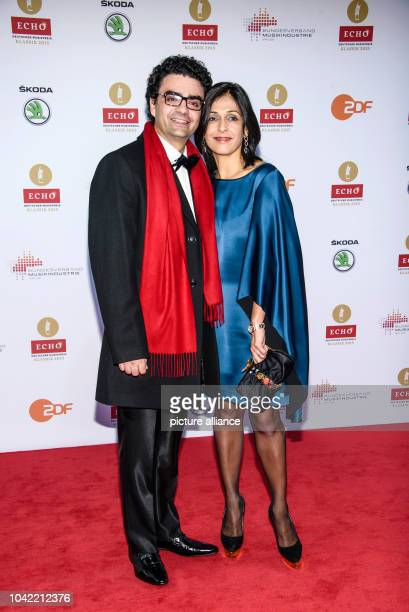 Star tenor Rolando Villazon and wife Lucia arrive for the Echo Klassik 2015 classical music awards in Berlin Germany 18 October 2015 PHOTO CLEMENS...