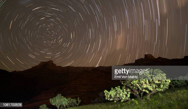 star trails above a jagged mountain ridge. full colour horizontal image. drakensberg ukhahlamba national park, kwazulu natal province, south africa - fast shutter speed stock photos and pictures