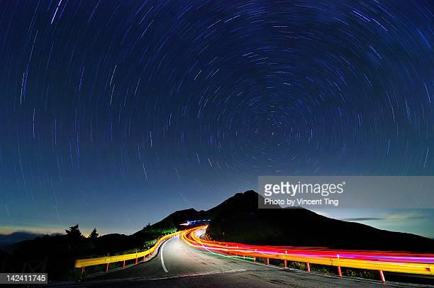 star trails - leitplanke stock-fotos und bilder