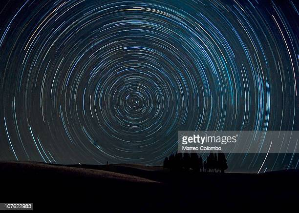 star trails, tuscany - tijdopname stockfoto's en -beelden