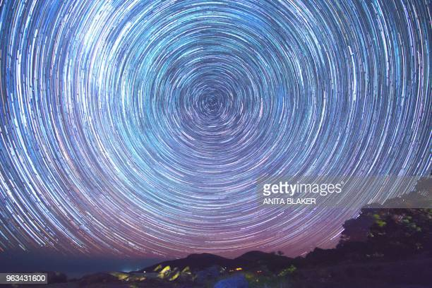 star trails with the aurora - south australia stock pictures, royalty-free photos & images