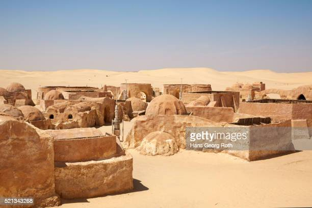 star wars scenery in the dessert - star wars stock pictures, royalty-free photos & images
