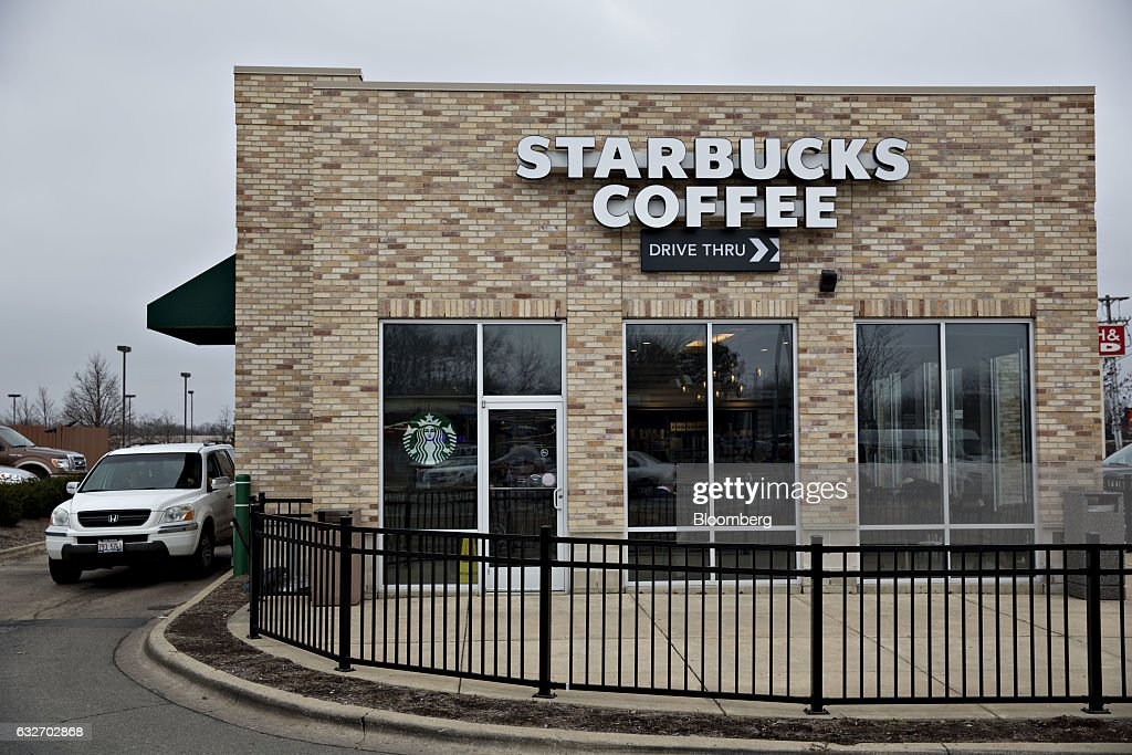 A Starbucks Corp. coffee shop stands in Peoria, Illinois, U.S., on Wednesday, Jan. 25, 2017. Starbucks Corp. is expected to release earnings figures on January 26. Photographer: Daniel Acker/Bloomberg via Getty Images