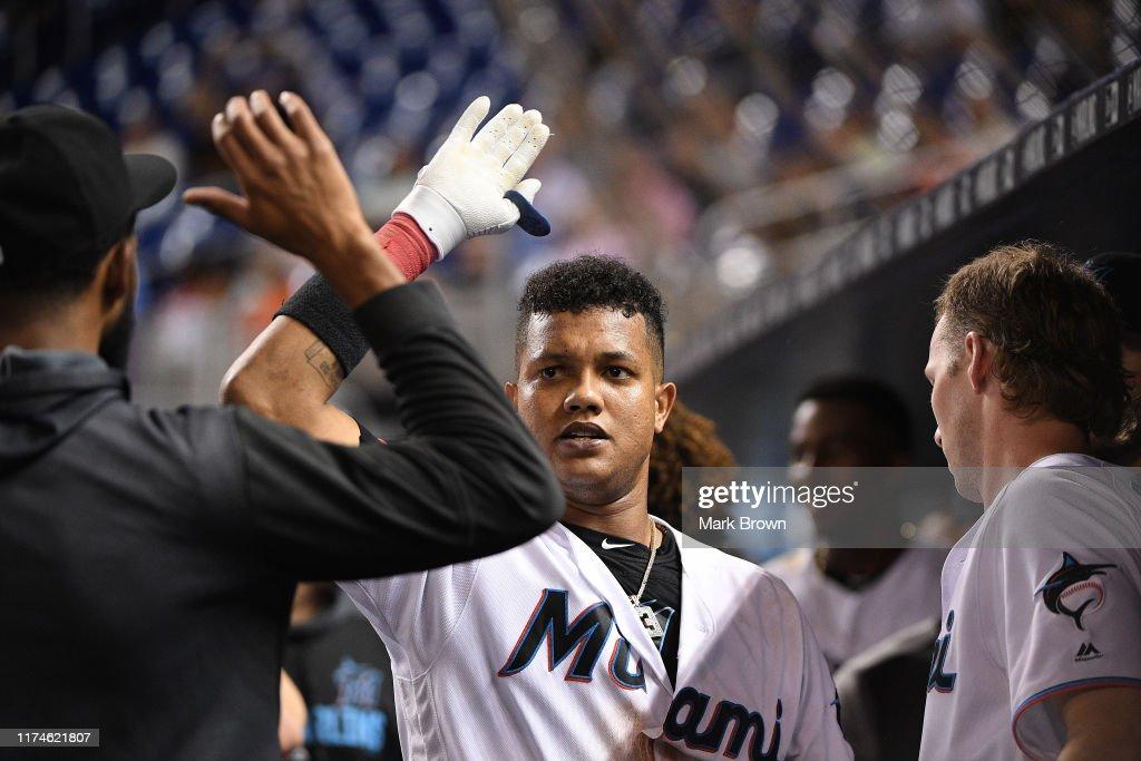 Milwaukee Brewers v Miami Marlins : Fotografía de noticias