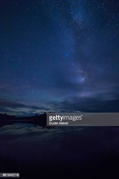 starry night over algoniquin - dustin abbott fotografías e imágenes de stock