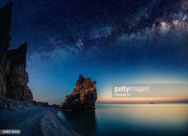starry night over rock formations by the pacific ocean - milky way stock pictures, royalty-free photos & images