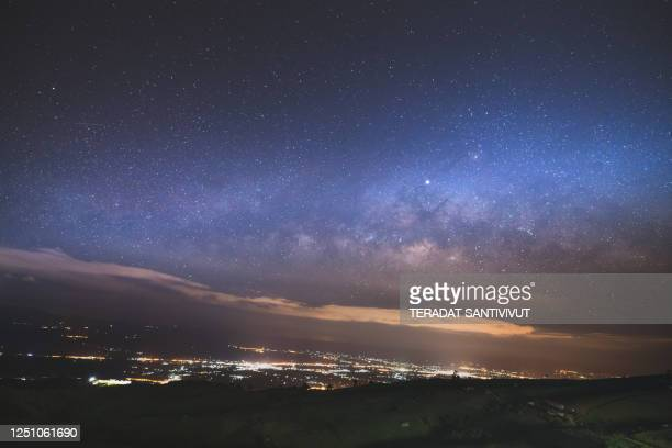 starry night over the mountain with milky way sky at phu thap boek, phetchaboon thai thailand - boek stock-fotos und bilder