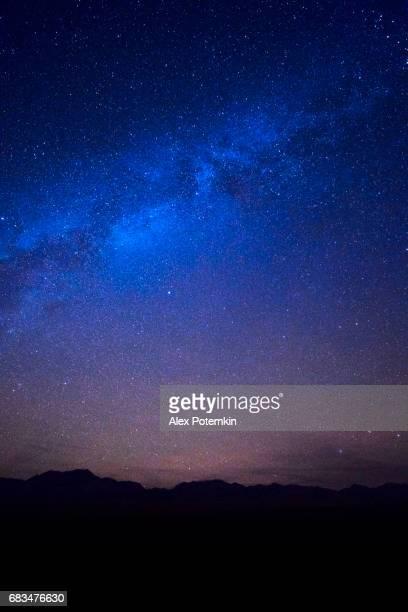 ネバダ州の砂漠の上の星空