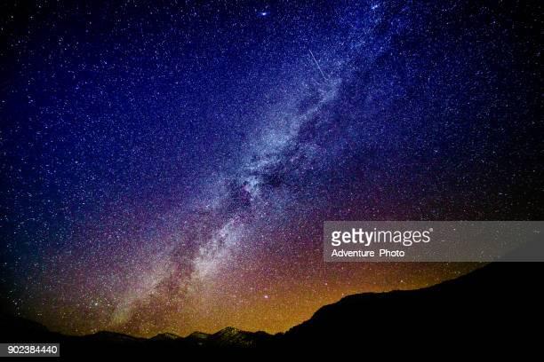 estrelas e a via láctea canyon paisagem do deserto - via láctea - fotografias e filmes do acervo