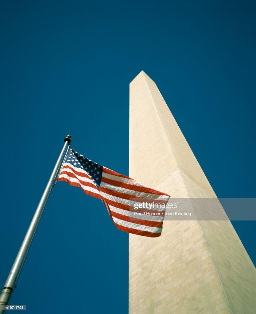 Stars and stripes American flag and Washington Monument, Washington D.C., United States of America (U.S.A.), North America : Foto de stock