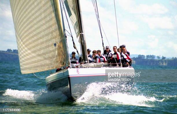 Stars & Stripes, skippered by Dennis Conner, charges down on the mark 19 October 1999 during their first race of the day against Abracadabra 2000 of...