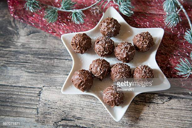 Star-shaped bowl with chocolate truffles