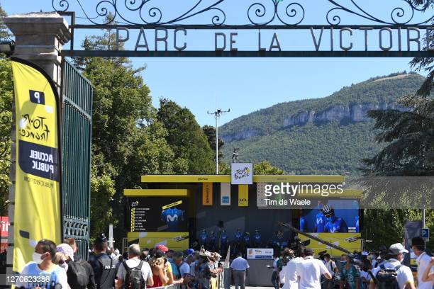 Start / Alejandro Valverde Belmonte of Spain and Movistar Team / Dario Cataldo of Italy and Movistar Team / Imanol Erviti of Spain and Movistar Team...