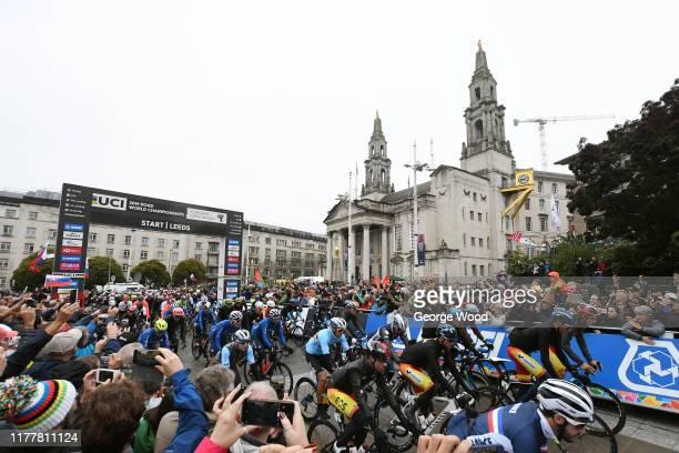 Start / Ivan Garcia Cortina of Spain / Marc Soler of Spain / Alejandro Valverde of Spain / Jonathan Castroviejo Nicolás of Spain / Philippe Gilbert...