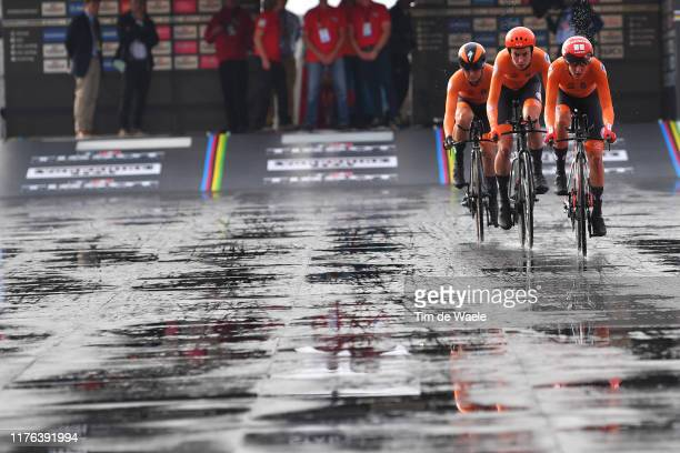 Start / Lucinda Brand of The Netherlands / Riejanne Markus of The Netherlands / Amy Pieters of The Netherlands / during the 92nd UCI Road World...