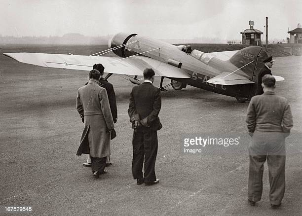 Start of Jim Molisot in his aeroplan Miss Dorothy from airport Croydon to South Afrika November 29th 1936 Photograph Start von Jim Molisot mit seinem...
