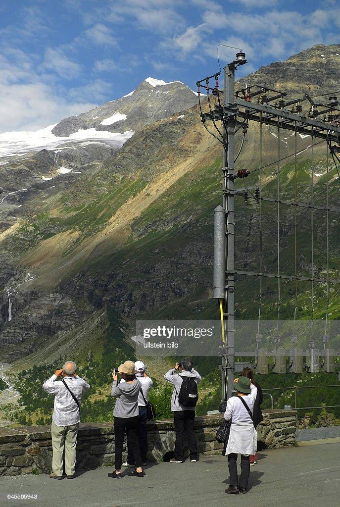 Start-Bahnhof Pontresina, Fahrt mit Original Bernina-Express.Blick auf Piz Bernina und Piz Palue Naehe Station Alp Gruem, : News Photo