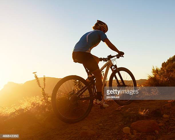 comenzar su ascent - mountain bike fotografías e imágenes de stock