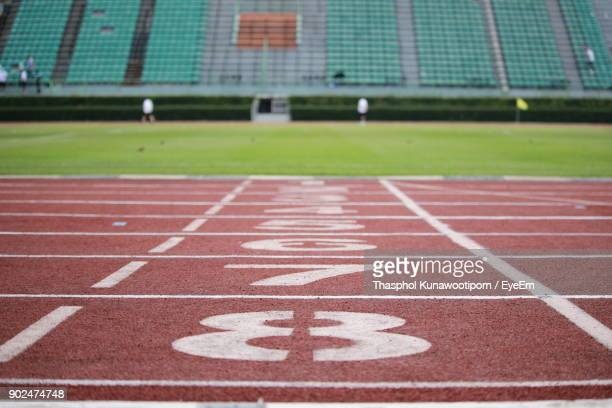 starting line of running track at stadium - track and field stadium stock pictures, royalty-free photos & images
