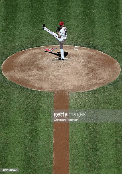 Starting pitcher Bronson Arroyo of the Arizona Diamondbacks pitches against the San Francisco Giants during the MLB game at Chase Field on April 3...