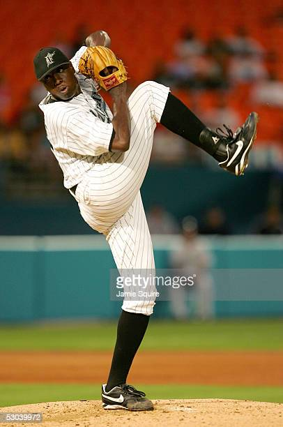 Starting pitcher Dontrelle Willis of the Florida Marlins pitches against the Seattle Mariners on June 8 2005 at Dolphin Stadium in Miami Florida
