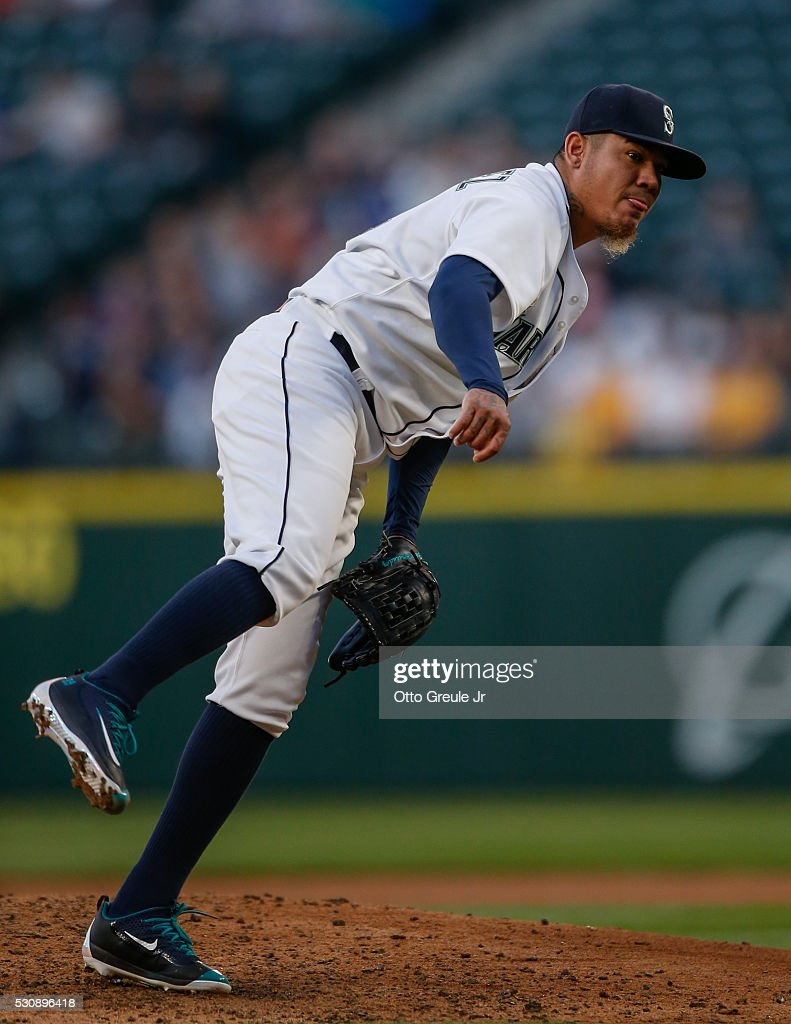 aadac223 Starting pitcher Felix Hernandez of the Seattle Mariners pitches ...