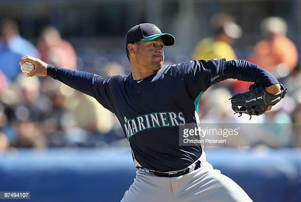 Starting pitcher Ian Snell of the Seattle Mariners pitches against the San Diego Padres during the MLB spring training game at Peoria Stadium on...
