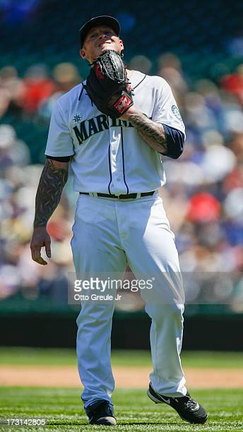 Starting pitcher Jeremy Bonderman of the Seattle Mariners reacts after giving up an RBI double to Darwin Barney of the Chicago Cubs in the second...