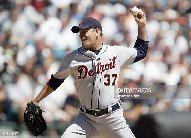 Starting pitcher Kenny Rodgers of the Detroit Tigers pitches a nohitter into the 5th inning against the Chicago White Sox on August 12 2006 at US...