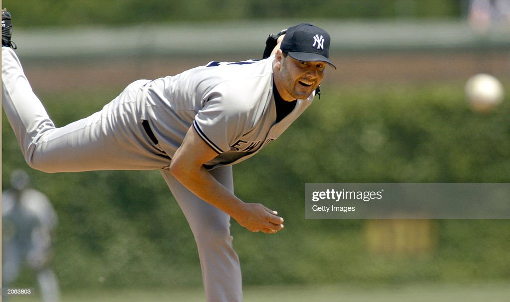 Clemens delivers a pitch : News Photo