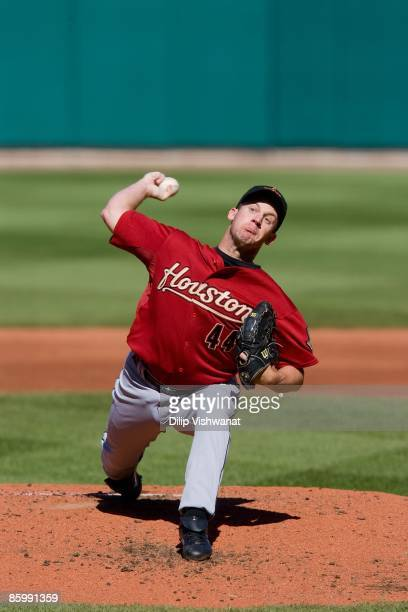 Starting pitcher Roy Oswalt of the Houston Astros pitches against the St. Louis Cardinals on April 11, 2009 at Busch Stadium in St. Louis, Missouri....