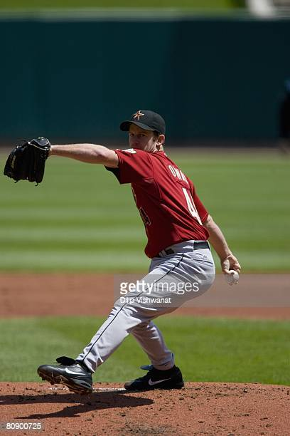 Starting pitcher Roy Oswalt of the Houston Astros throws against the St. Louis Cardinals on April 26, 2008 at Busch Stadium in St. Louis, Missouri....