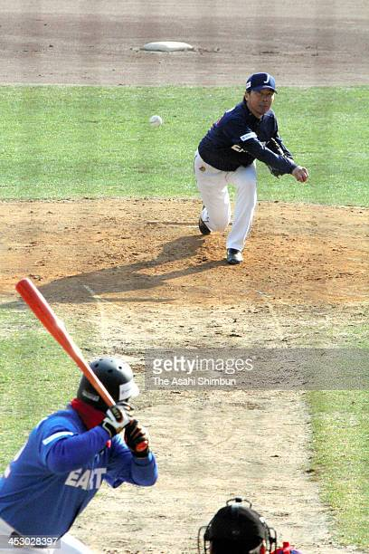 Starting pitcher Shingo Takatsu of Japan throws during the KoreaJapan Professional Baseball Legend Super Game on November 30 2013 in Incheon South...