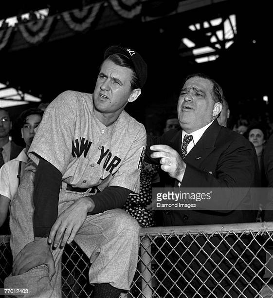 """Starting pitcher Vernon """"Lefty"""" Gomez of the New York Yankees poses with New York City Mayor Fiorello LaGuardia prior to game 3 of the World Series..."""